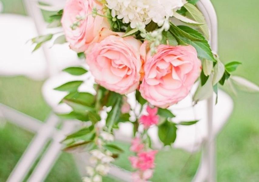 décoration-mariage-fleur-chaise