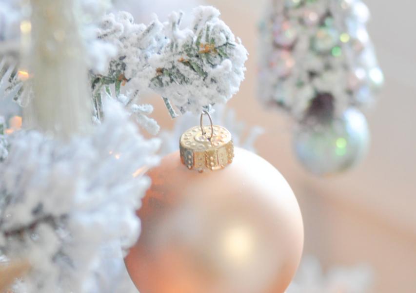 Blush-Pink-and-White-Christmas